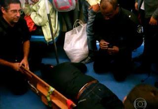 """alt=""""Deficiente físico pisoteado no metrô de São Paulo"""""""